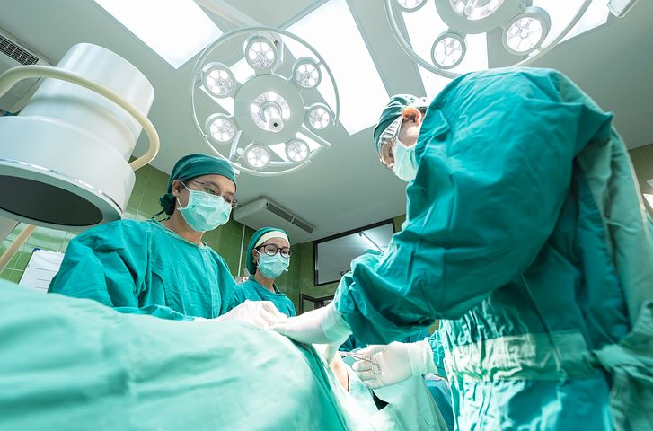 doctors on operation