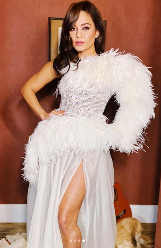 Vanessa Hudgens goes post-breakup glam on the red carpet