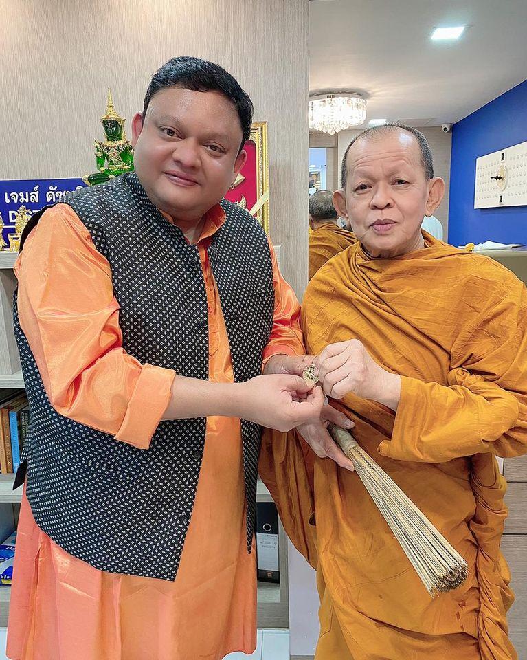 Guruji Shrii Arnav Presenting the Sacred 9 Gem Pendat to Dr. Watchira Moree Phd- The Chief Abbot of the Wat Suam Phlu Buddhist Temple