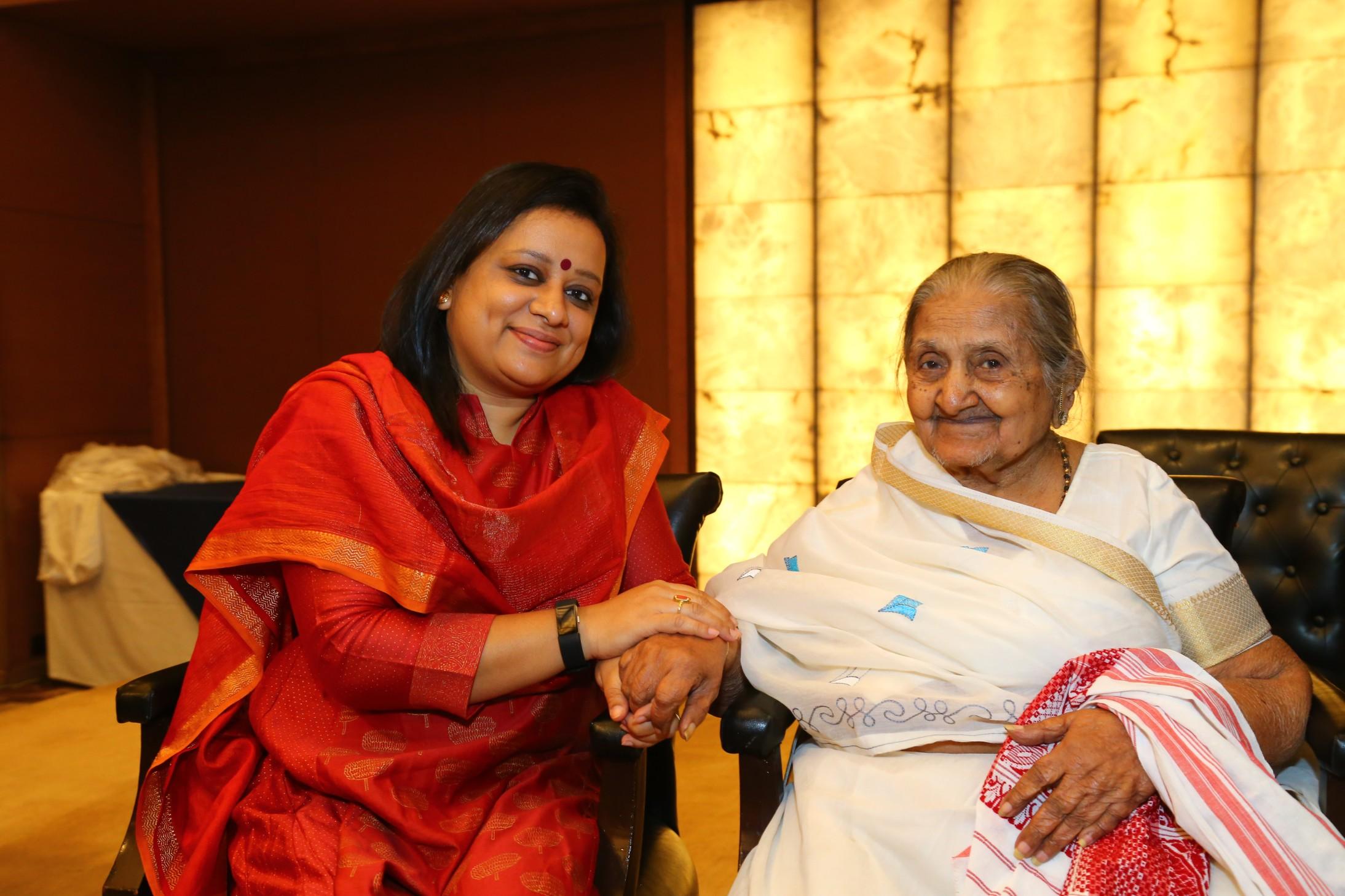 abhijita with Jaswantiben founder lijjat grihudyog